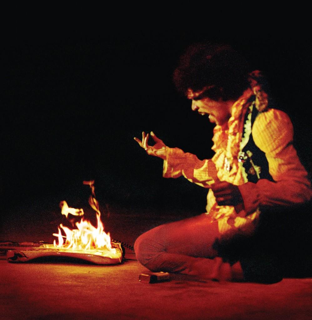 guitarra ardiendo