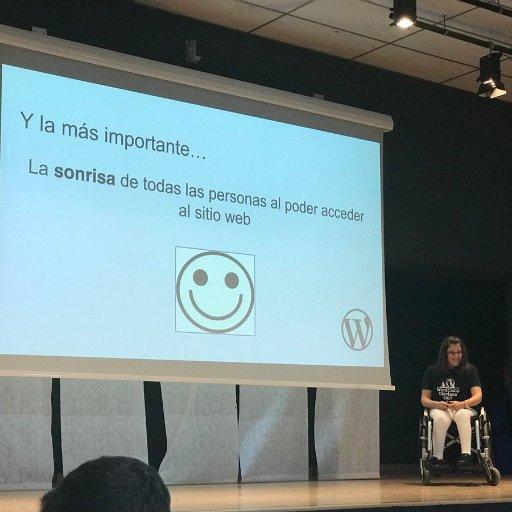 Foto de MariCarmen de Alba en su ponencia en WordCamp Chiclana sobre accesibilidad